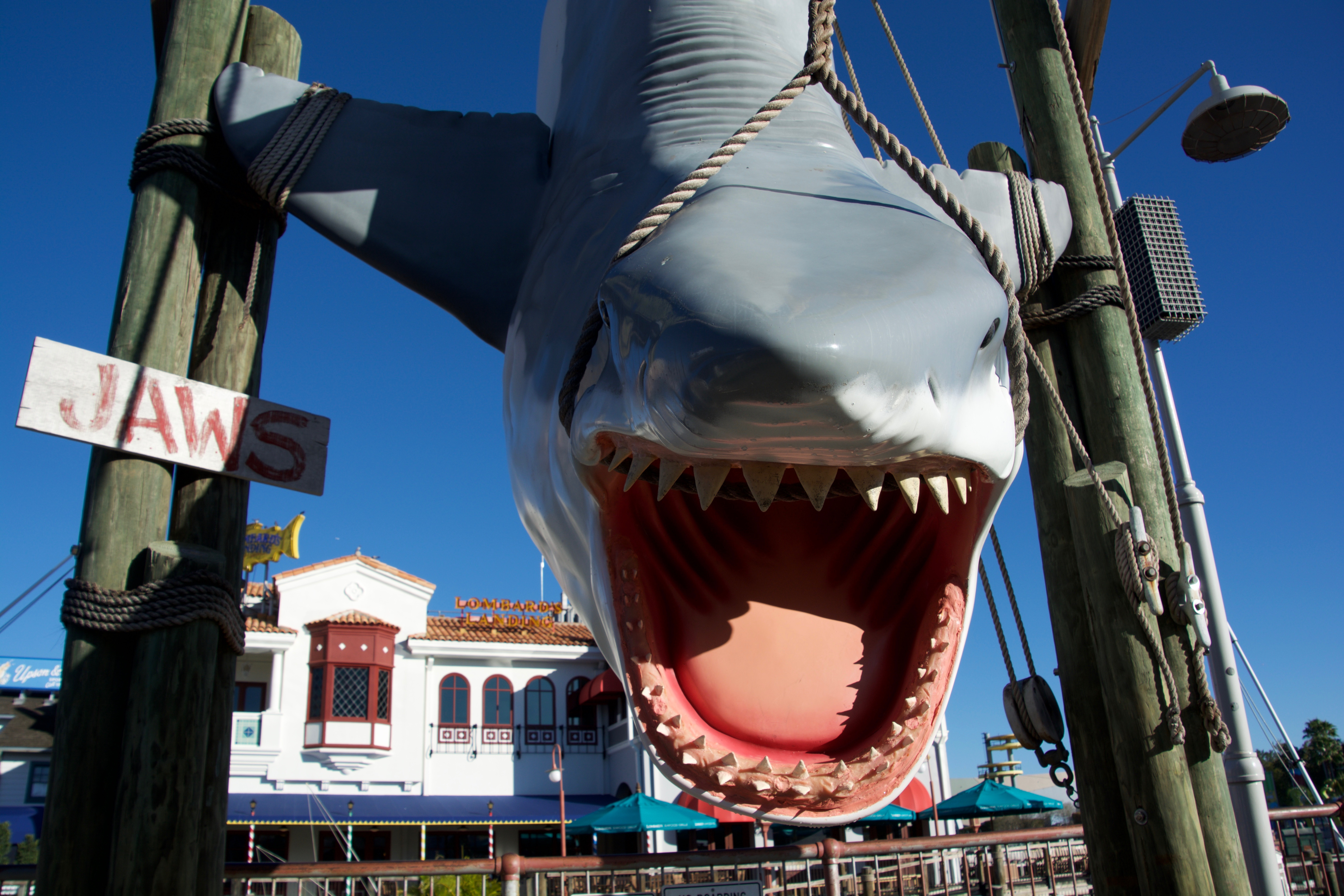 is the jaws ride still at universal